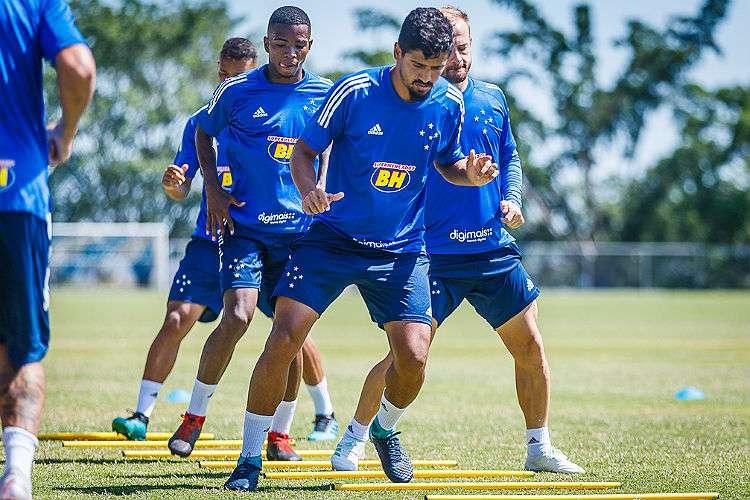 Adilson solicita permanência de Ramon, que pode ser 'curinga' no Cruzeiro em 2020
