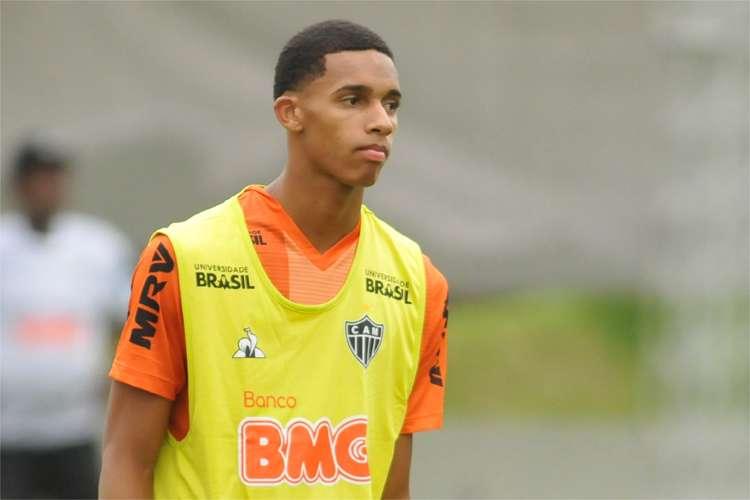 Dylan Borrero 'arranha' português, cita Ronaldinho e diz por que preferiu Atlético à Europa