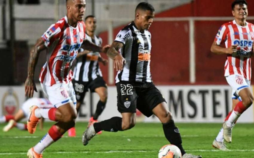 Análise: Atlético-MG chega pela metade em Santa Fe, erra tudo, toma 3 a 0 e volta atordoado a BH.