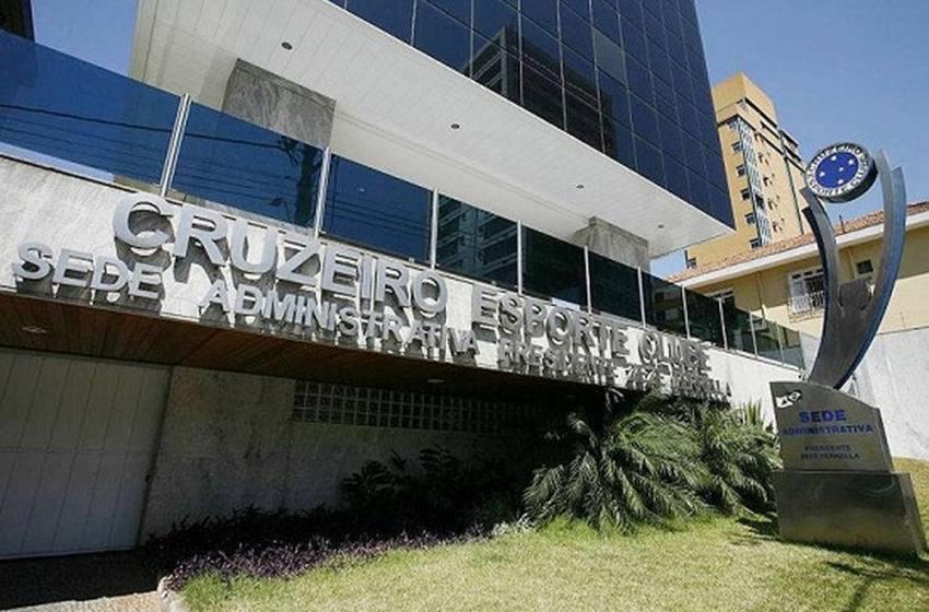 Cruzeiro recebe investida de grupos por recuperação financeira; proposta árabe será estudada.