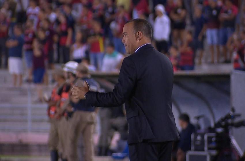 """Dudamel se diz intranquilo após classificação do Atlético-MG no sufoco: """"Há muito a melhorar""""."""