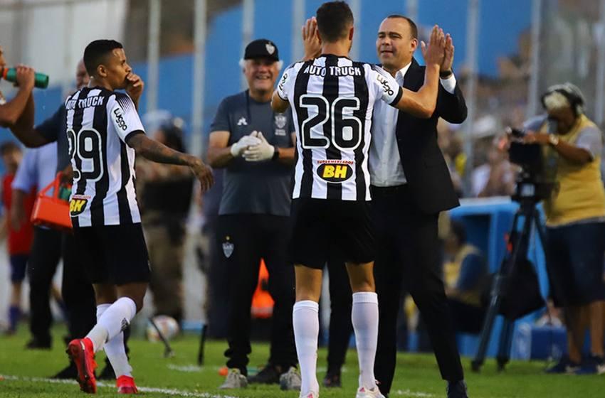 Rafael Dudamel enfatiza desgaste do Atlético-MG e valoriza vitória em novo esquema tático.