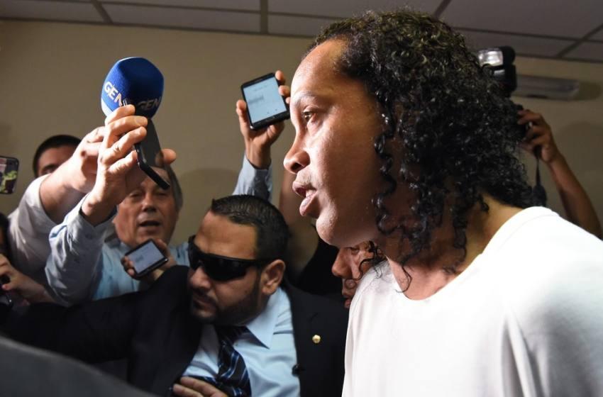 Juiz concede prisão domiciliar, e Ronaldinho Gaúcho pode deixar cadeia no Paraguai após 32 dias.