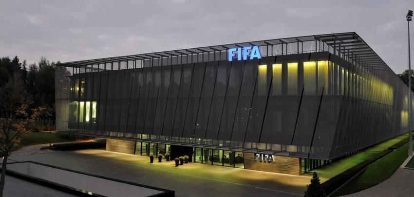 Sem recursos, Cruzeiro ainda tem débito a ser pago na Fifa este mês; clube protela dívidas desde 2014.