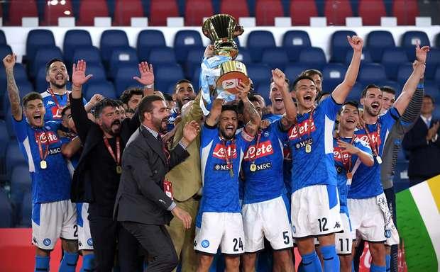 Brasileiro da Juventus perde pênalti e Napoli é campeão.