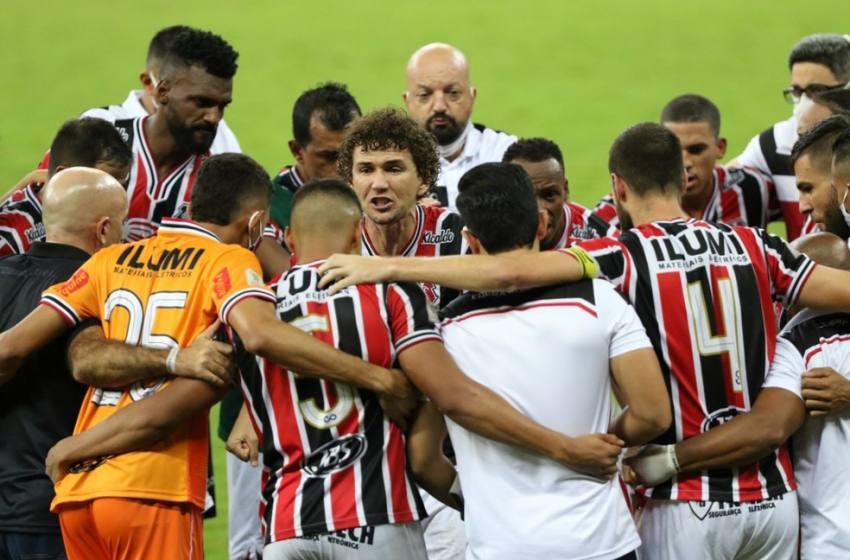 Com a presença do zagueiro  Paracatuense Célio Santos Santa Cruz vence o Náutico e está na Final do Campeonato Pernambucano 2020 .
