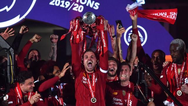 Ergue a taça! Liverpool vence o Chelsea e faz a festa pelo título do Inglês.