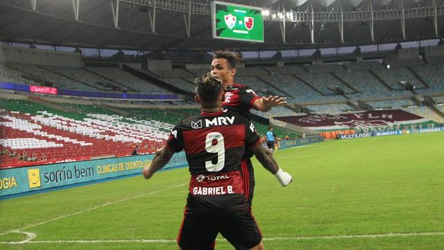 Com expulsão de Gabigol no fim, Flamengo vence 1º jogo da final contra o Fluminense.