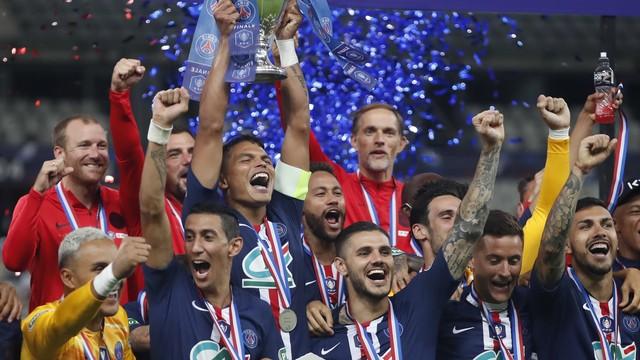 Com gol de Neymar, PSG vence Saint-Étienne e é campeão da Copa da França.