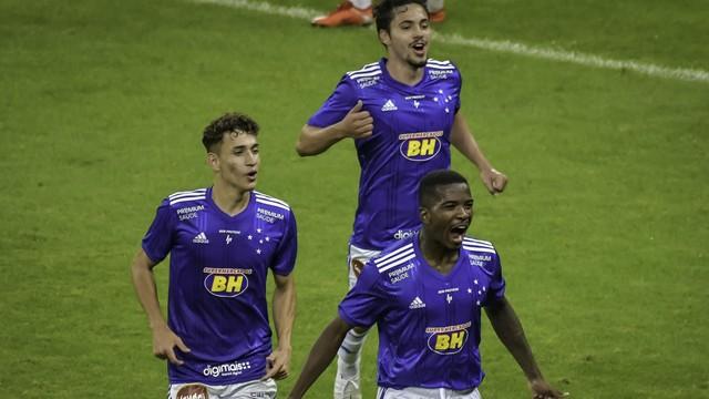 Jogando em casa Cruzeiro estréia na série B com vitória sobre o Botafogo-SP.