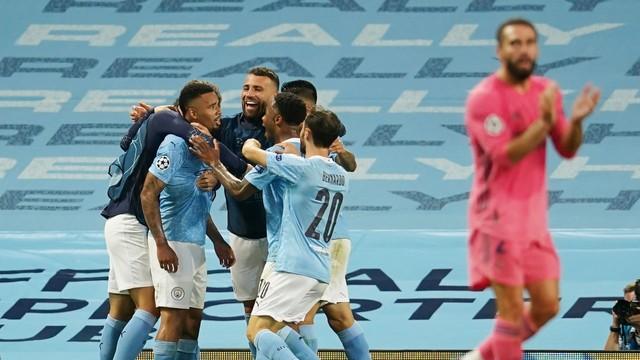 Gabriel Jesus aproveita falhas de Varane, City volta a vencer Real e vai às quartas.