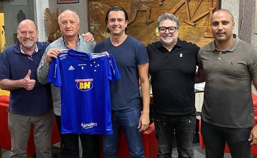 Após recusa inicial, Felipão aceita convite para voltar ao Cruzeiro.