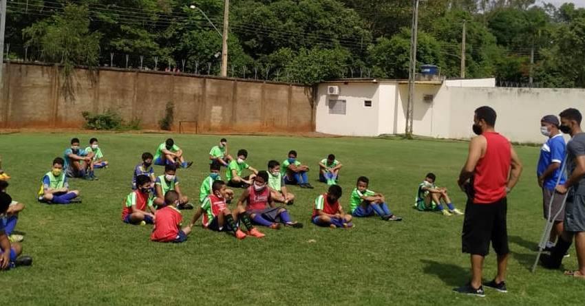 Alunos do Projeto Atleta Cidadão recebem a visita dos jogadores Álisson Chupetinha e Felipe Brasilia.
