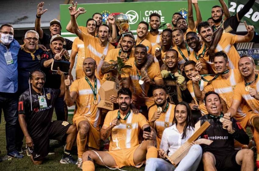 Histórico! Nos pênaltis, Brasiliense é campeão da Copa Verde.