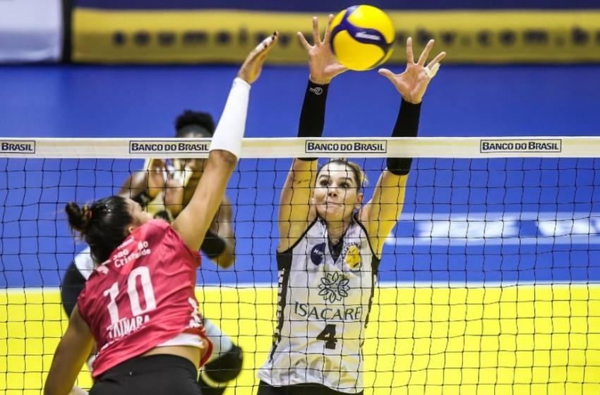 Minas e Praia Clube saem na frente no primeiro jogo das Semifinais da Super Liga de Vôlei Feminino.