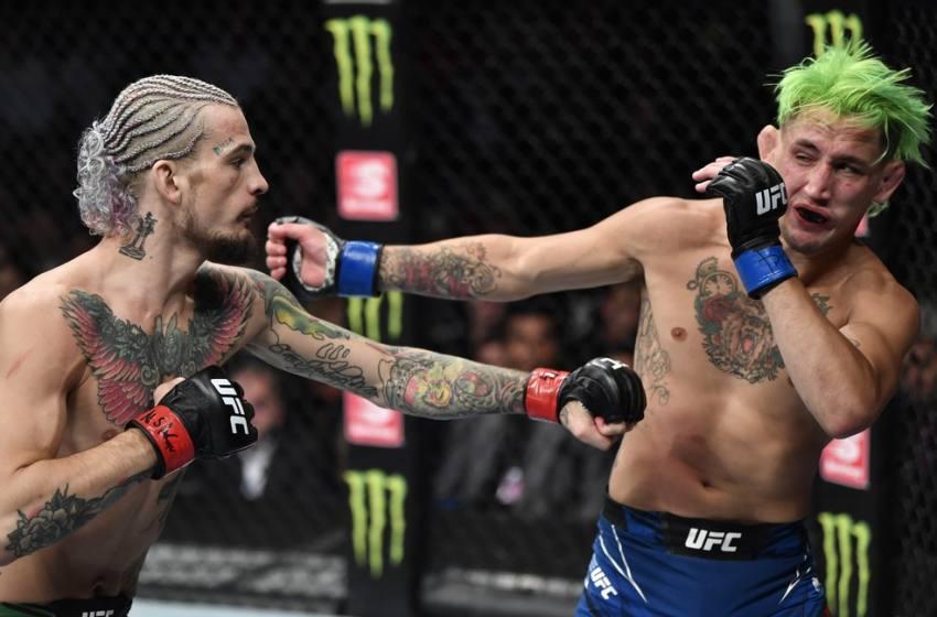 """UFC 264: O'Malley e Moutinho fazem """"luta da noite"""", e Tuivasa e Du Plessis levam bônus individuais."""