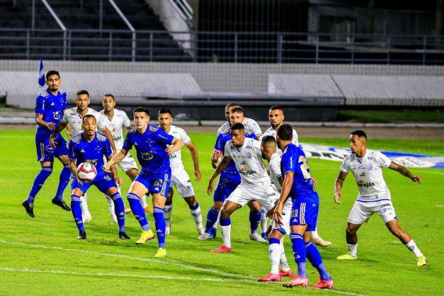 Cruzeiro precisa de vitória para iniciar arrancada e quebrar tabu contra alagoanos.