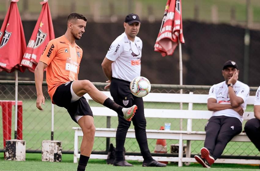 Indefinido para estreia, Atlético-MG realiza treino fechado e com ritmo forte