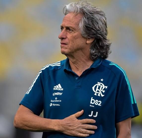 Jorge Jesus testa positivo para coronavírus; técnico do Flamengo aguarda resultado da contraprova.