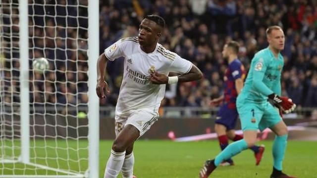 Vinicius Junior brilha na vitória do Real Madrid no clássico contra o Barcelona no Santiago Bernabéu.