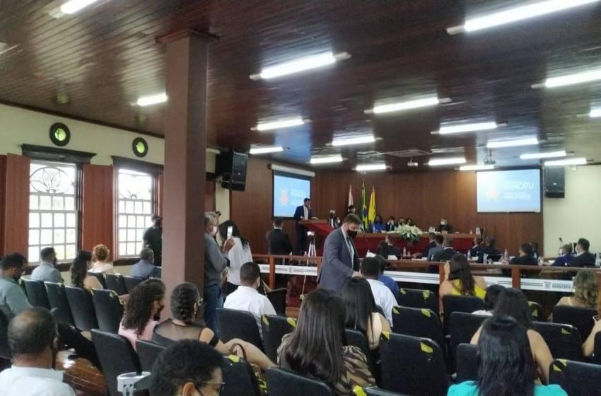 Prefeito Igor Santos toma posse juntamente com os Vereadores eleitos na Câmara Municipal de Paracatu.