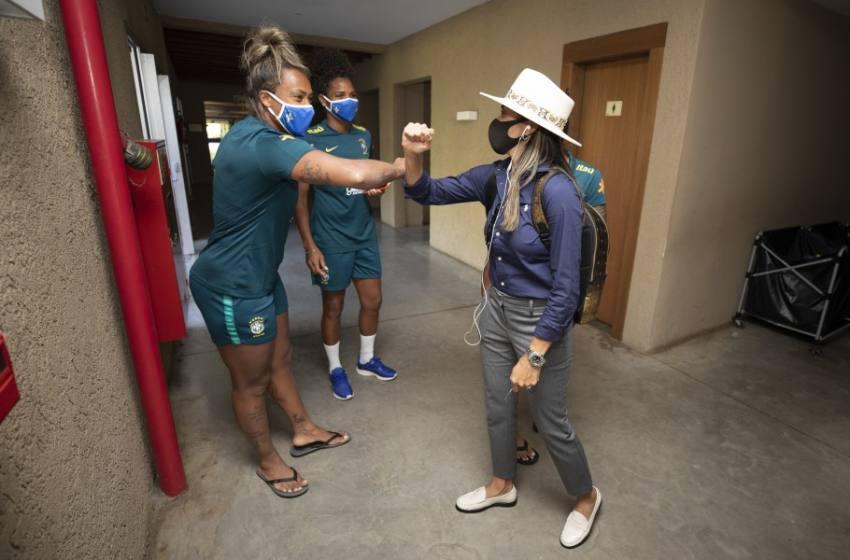 Marta se apresenta à Seleção Feminina e grupo está completo em Viamão.