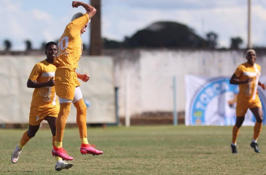 Carlos Eduardo desencanta e Brasiliense goleia o Luziânia no Serra do Lago.