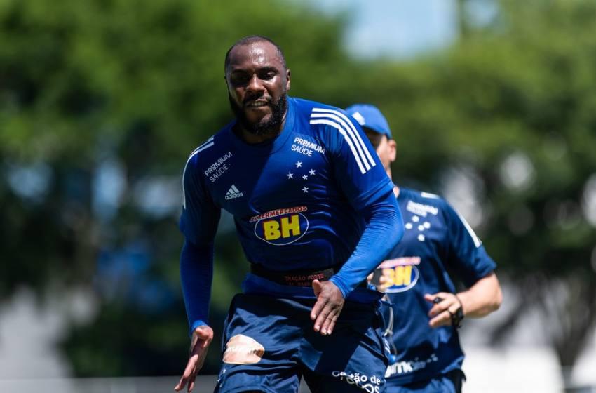 Manoel e Matheus Neris liberados; jovem da base é novidade em reapresentação do Cruzeiro.