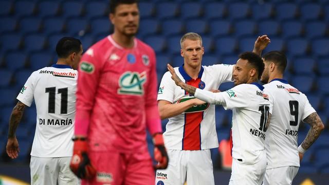 PSG goleia Angers com hat-trick de Icardi e avança à semifinal da Copa da França.