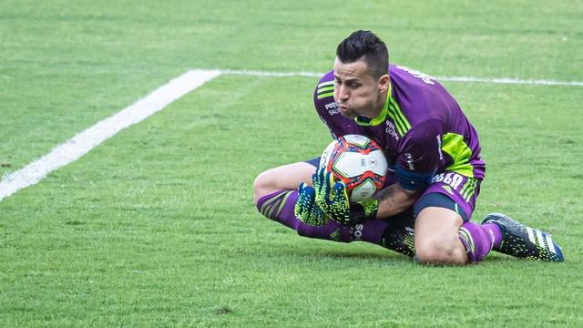 Fábio salva o Cruzeiro de derrota em casa contra a Tombense.