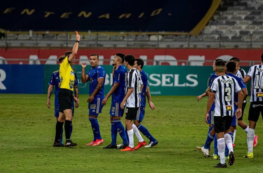 Pottker e Hulk são advertidos por briga em Cruzeiro x Atlético-MG e ficam à disposição na rodada final.