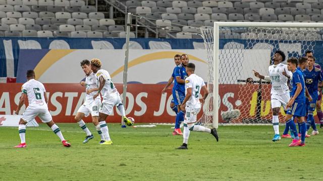 América-MG vira no fim e amplia vantagem sobre o Cruzeiro na semifinal.