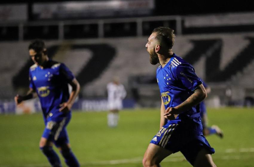 Mozart destaca rápida adaptação do Cruzeiro durante vitória, elogia jogadores e mira regularidade.