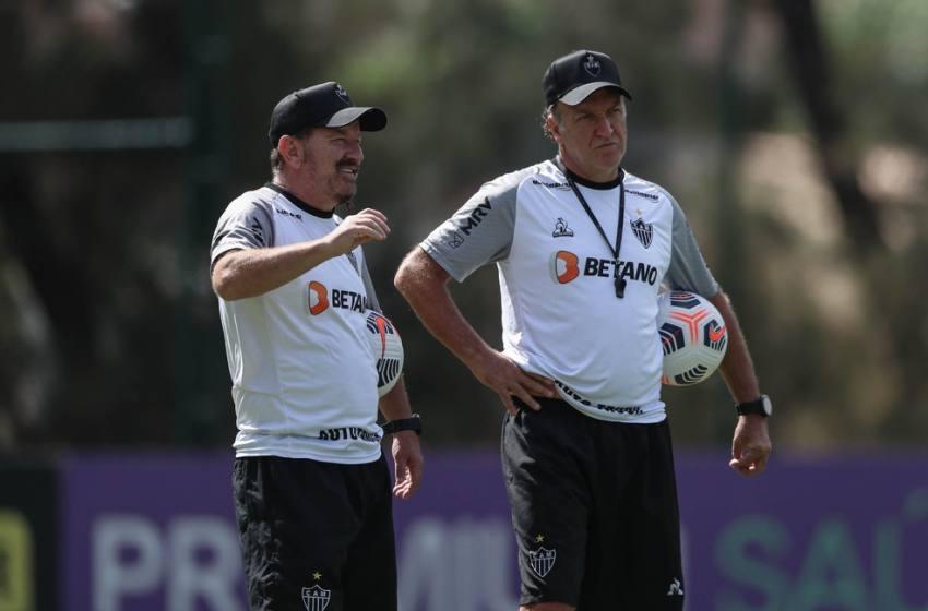 Cheio de dúvidas na escalação, Atlético-MG fecha preparação para jogo contra o Santos.
