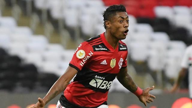 No Maracanã Flamengo goleia o São Paulo e quebra o Tabu de 04 anos.