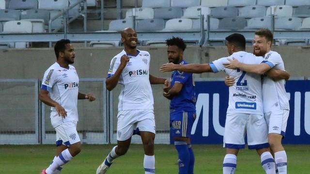 Avaí faz três em contra-ataques e vence o Cruzeiro fora de casa.