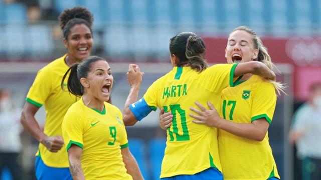 Com dois de Marta, Brasil estreia nas Olimpíadas com goleada sobre a China.