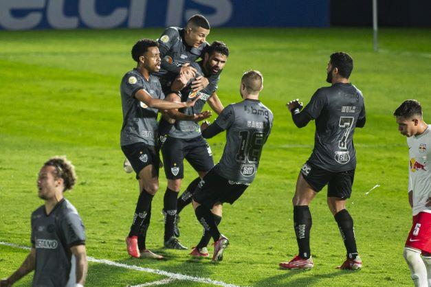 """Diego Costa entra na etapa final e festeja estreia no Atlético-MG com gol: """"Conheço a bola""""."""