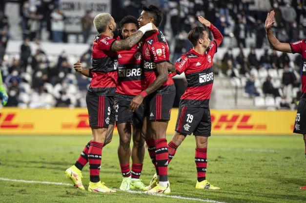 Flamengo e Atlético-MG vencem fora de casa e largam bem nas quartas de final da CONMEBOL Libertadores.