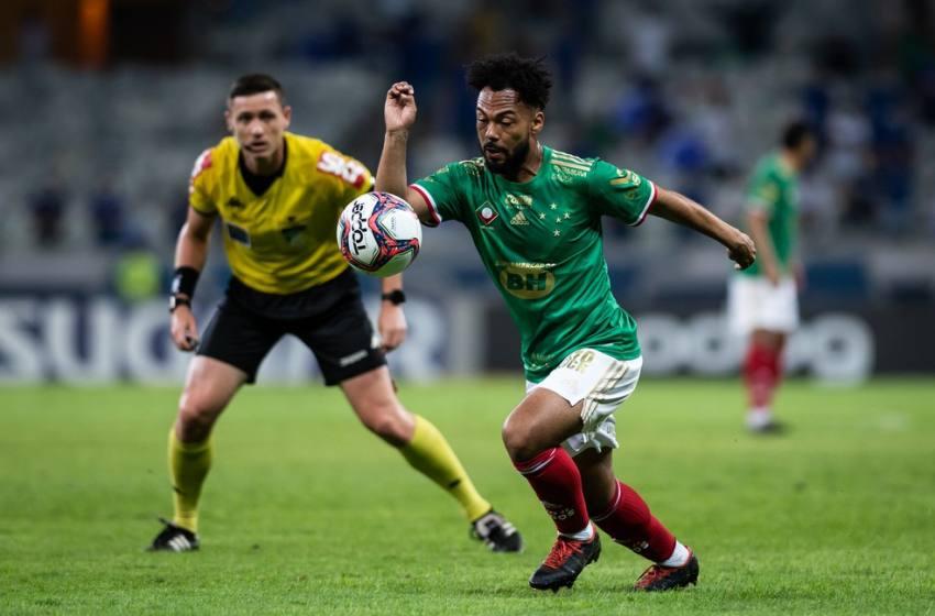 """Luxemburgo destaca Cruzeiro superior, pede salários em dia e revela """"dietazinha"""" de Claudinho."""