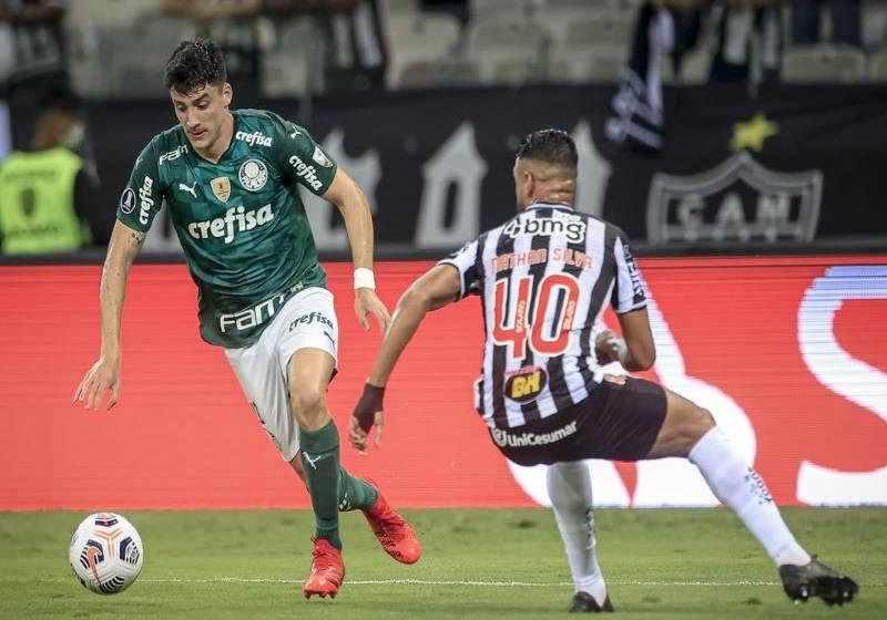 Defesa sofre 1º gol no mata-mata da Libertadores, e Atlético-MG, invicto, é eliminado com empate.