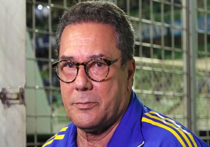 """Luxemburgo elogia Cruzeiro e dispara contra arbitragem após terceiro amarelo: """"Encomendado""""."""